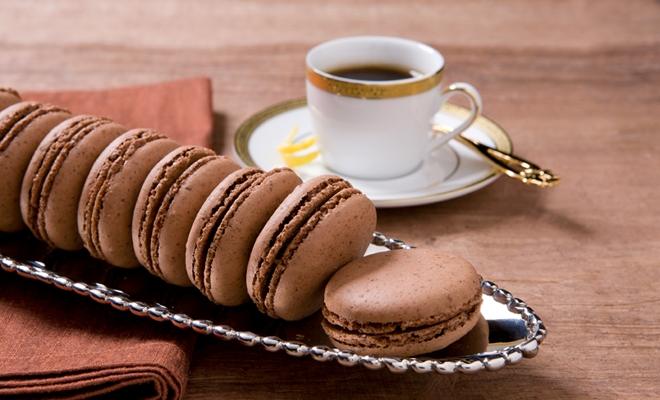 캘리포니아 호두를 만드는 발렌타인 데이 초콜릿 카라멜 마카롱
