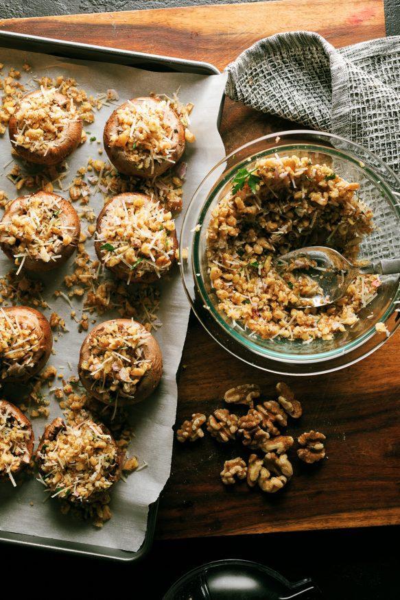 호두와-로즈메리로-속을-채운-버섯